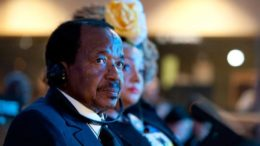 Président camerounais sous pression
